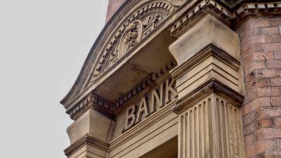 Počet bánk v Európe prudko klesá