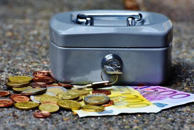 50% Slovákov sporí na bankových účtoch